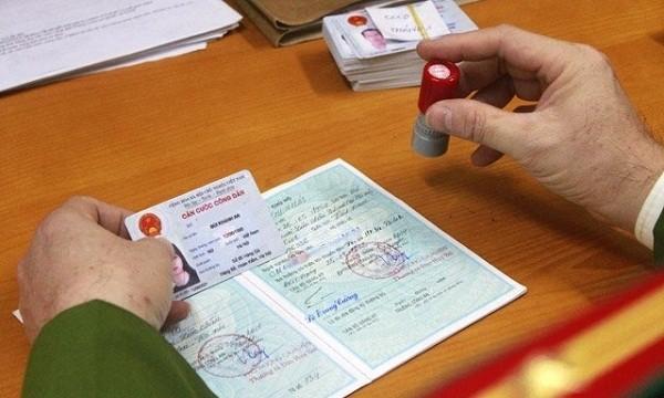 Quản lý dân cư bằng hộ khẩu hay định danh cá nhân: Bài 1 - Sướng khổ nhờ… hộ khẩu