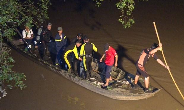 Tìm thấy thi thể bé gái bị xe tông văng xuống sông