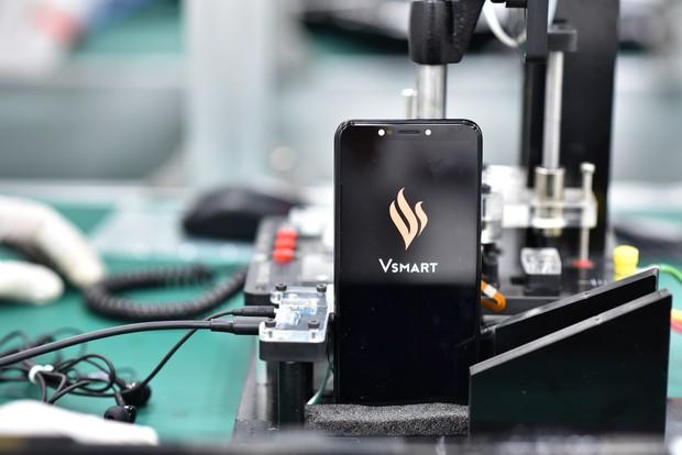 Thấy gì từ việc Vingroup sản xuất điện thoại, ô tô?