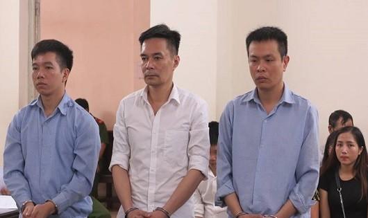 16 năm tù cho cựu cán bộ Hải quan lấy ngà voi, sừng tê giác trong kho tang vật đi bán