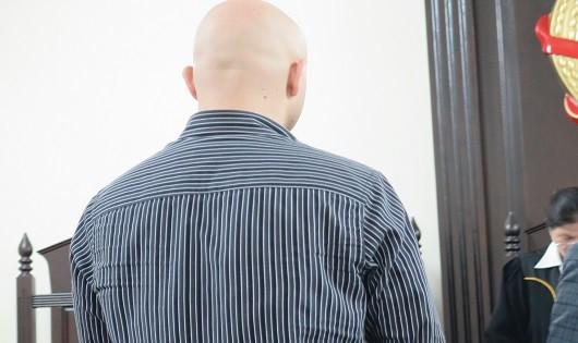 Lĩnh 3 năm tù vì quan hệ đồng tính với bé trai lang thang