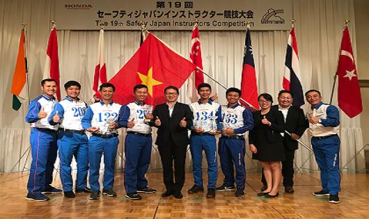 Honda Việt Nam bất ngờ giành chiến thắng tại Cuộc thi Hướng dẫn viên Đào tạo LXAT Quốc tế 2018