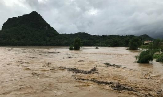 54 người chết, 39 người mất tích do mưa lũ