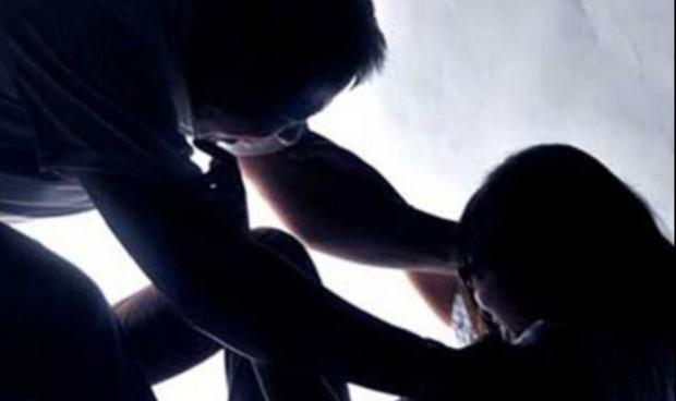 Bé gái nghi bị bố đẻ cưỡng hiếp phải cấp cứu