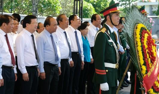 Lãnh đạo Chính phủ dâng hương tại Nghĩa trang Liệt sĩ Trường Sơn, Đường 9