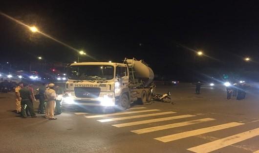 TP. HCM: Nam thanh niên tử vong dưới bánh xe bồn trộn bê tông