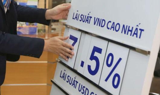 Nhiều ngân hàng thương mại tăng lãi suất huy động VND
