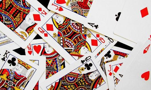 """Bị cáo """"nghiện"""" đánh bạc trần tình: """"Cứ nghĩ đến mấy lá bài, ruột gan lại cồn cào, nhịn không được"""""""