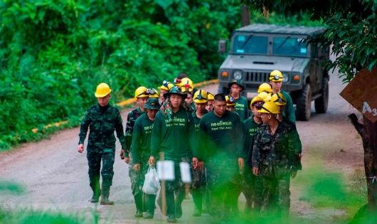 Hoàn cảnh đặc biệt của cầu thủ đội bóng Thái được cứu khỏi hang ngập nước