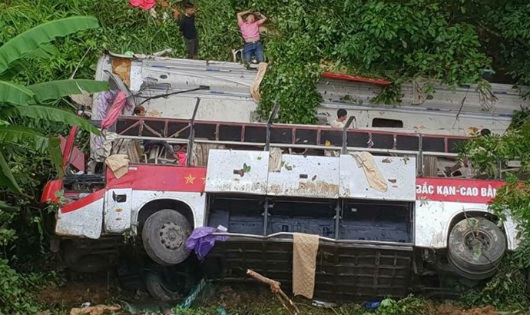 Khởi tố hình sự vụ xe khách lao xuống vực làm 4 người thiệt mạng