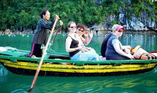 """Du lịch Việt Nam """"chịu trận"""""""