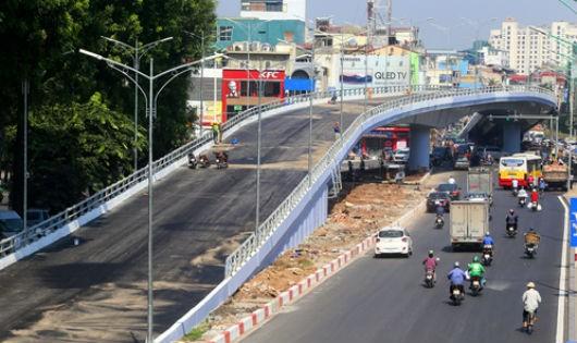 Thông xe cầu vượt nút giao An Dương - đường Thanh Niên
