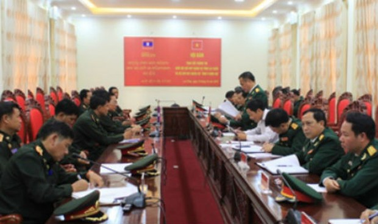 Hội đàm trao đổi thông tin với Quân đội Lào