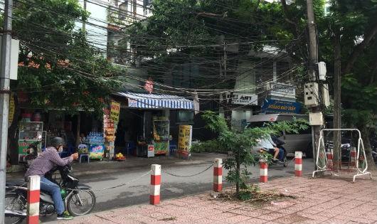 """Người Hà Nội sống chung với dây điện """"mạng nhện, mắc võng"""""""