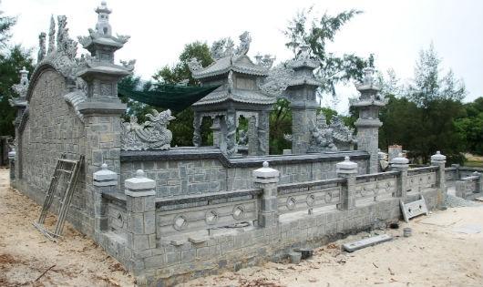 """Xây """"siêu lăng"""" gần 2 tỷ đồng, Việt Kiều bị kiện vì """"sai phép lệ làng"""""""