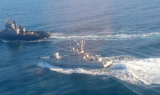 Nga nổ súng bắt 3 tàu chiến Ukraine: Ông Putin và ông Poroshenko đều 'hưởng lợi'?