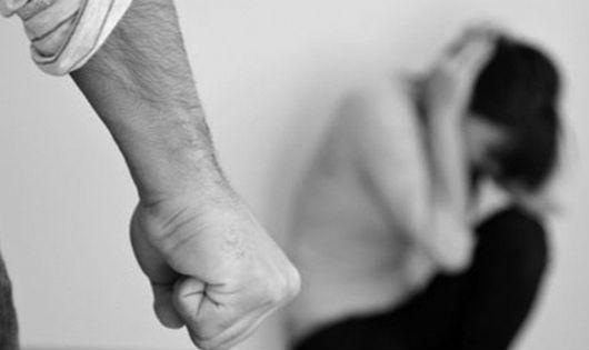 Nạn nhân bạo lực tình dục: Khó được trợ giúp pháp lý vì luật chưa quy định rõ