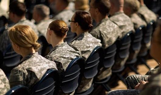 Tấn công tình dục gia tăng trong quân đội Mỹ: Do luật của quân đội quá lỏng lẻo?