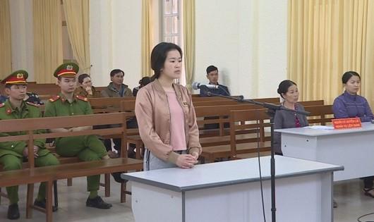Nữ sinh viên sư phạm 'mê tiền làm liều' lĩnh án