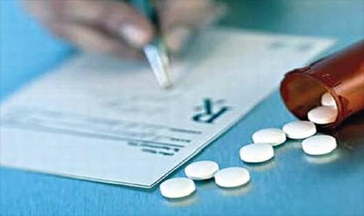 Vì sao nhiều đơn thuốc từ bệnh viện công lập sai sót?
