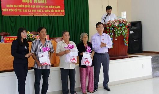 Bộ trưởng Lê Thành Long giải tỏa thắc mắc cho cử tri Kiên Giang
