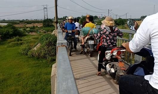 Người Hà Nội 'dở khóc, dở cười' với  cây cầu rộng 1,5m