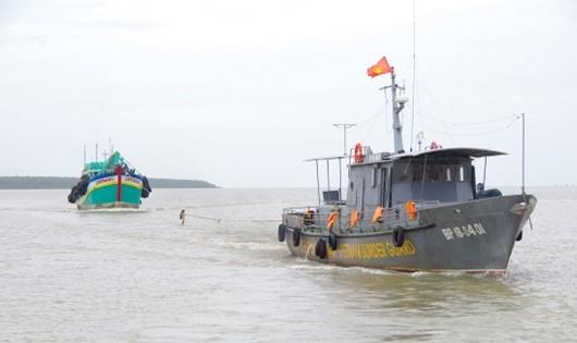 Bộ đội Biên phòng lao vào sóng dữ cứu người gặp nạn trên biển