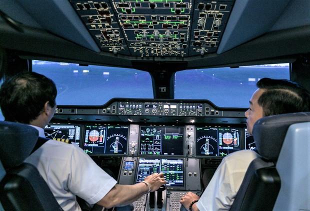 Hé lộ con số thật để có một phi công kinh nghiệm