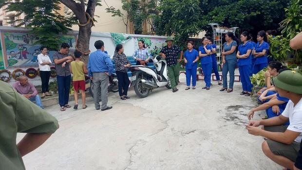 Nghệ An:  Các cô giáo mầm non quỳ trước Chủ tịch thị trấn xin được dạy học