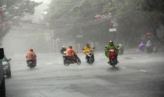 Bão số 5 suy yếu thành áp thấp nhiệt đới, siêu bão hướng vào biển Đông