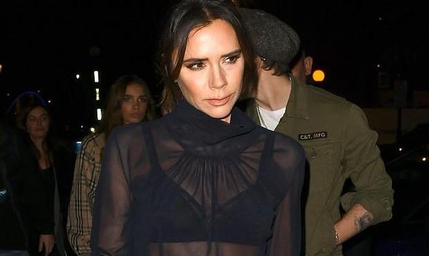 Victoria Beckham 'gây choáng' khi diện áo xuyên thấu