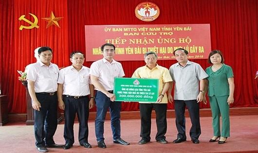 Ngân hàng Chính sách xã hội thăm hỏi các gia đình bị nạn do mưa lũ ở Yên Bái