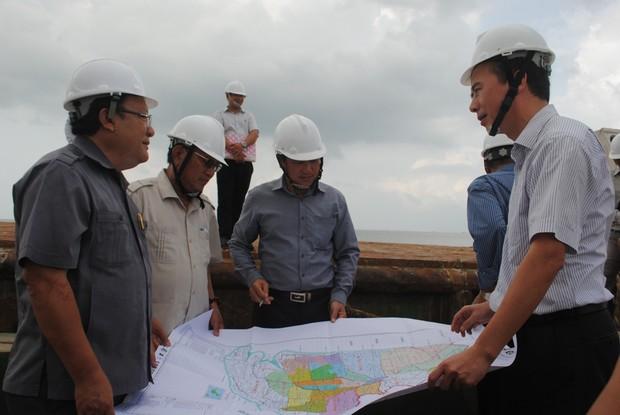 Đoàn công tác thực địa tại công trình biển Tây Cà Mau