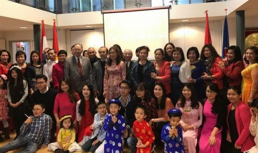 Cộng đồng người Việt Nam tại Hà Lan mừng Xuân Mậu Tuất