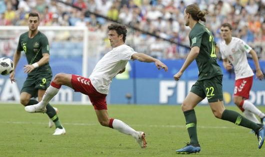Cầu thủ và trọng tài nói tiếng gì tại World Cup?