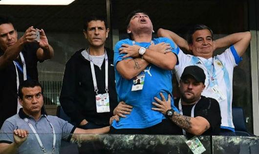 Huyền thoại Maradona nhập viện sau trận thắng nghẹt thở của Argentina