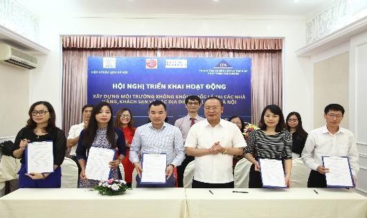 Xây dựng nhà hàng, khách sạn và địa điểm du lịch không khói thuốc ở Hà Nội