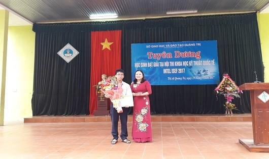 Khen thưởng nam sinh đoạt giải khoa học quốc tế suýt trượt visa đi Mỹ