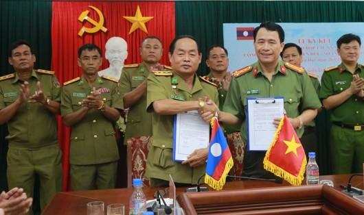 Công an Thừa Thiên Huế và Sở An ninh tỉnh Salavan Lào ký biên bản hợp tác