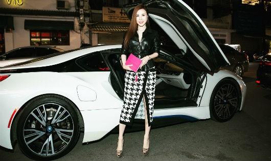 """Hoa hậu Áo Dài 2017 Hoàng Dung gây """"choáng"""" với set đồ hiệu hơn 1 tỷ đồng"""