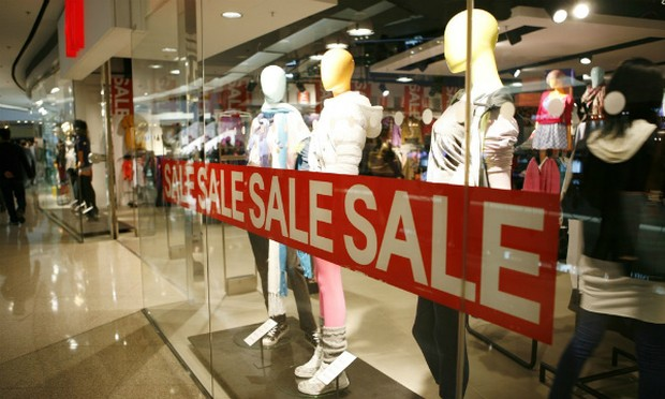 Hàng hiệu hay hàng giảm giá, đâu là thói quen tiêu dùng thông minh?