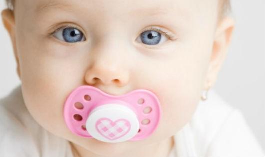 Trẻ suy dinh dưỡng vì dứt sữa mẹ sớm