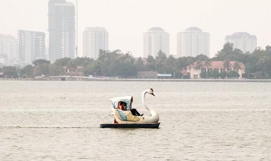Hà Nội yêu cầu du thuyền, nhà nổi hồ Tây phải tháo dỡ trước 20/2