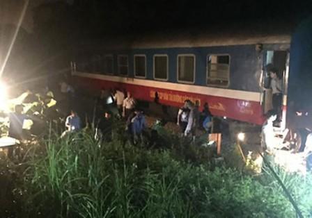 Tàu SE3 bị trật bánh tại Thanh Hóa