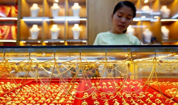 Giá vàng ở châu Á tăng cao kỷ lục trong gần một năm qua