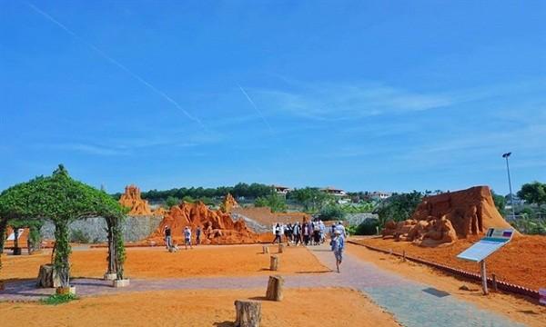 """Lạc vào xứ sở thần tiên  ở Công viên tượng cát """"Forgotten Land"""""""