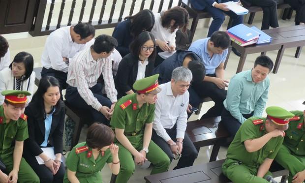 """Đại án Oceanbank: Hà Văn Thắm đã từng được cấp dưới """"ngăn cản"""" chi lãi ngoài"""