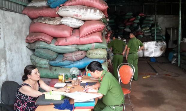 Bột pin trong xưởng phế phẩm cà phê: Nghịch lý không dễ khởi tố tội chế biến thực phẩm bẩn