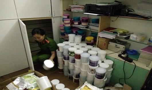 Hà Nội: Phát hiện 1 tấn kem trộn, bột tắm trắng không rõ nguồn gốc