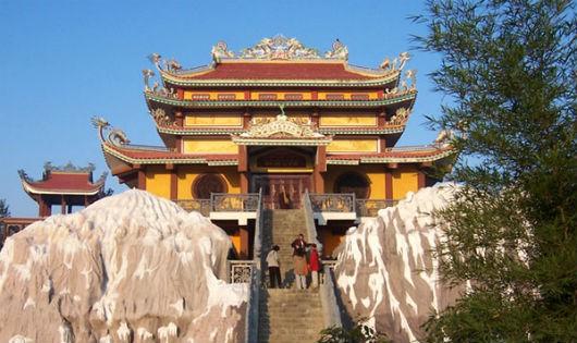 Chuyện kỳ lạ về chùa Việt Nam Phật Quốc Tự và sư thầy Thích Huyền Diệu